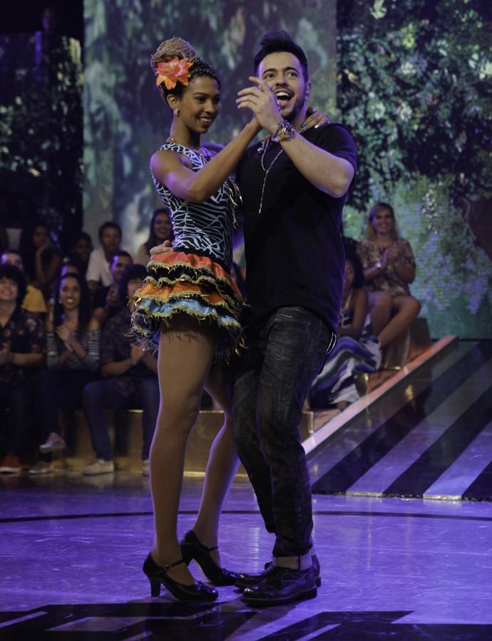 Sertanejo não se intimida na hora de requebrar no palco do Esquenta! (Foto: João Pedro Januário/TV Globo)