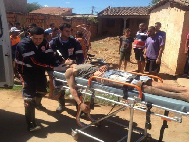 Homem é esfaqueado durante tentativa de homicídio na BA (Foto: Blog do Sigi Vilares)