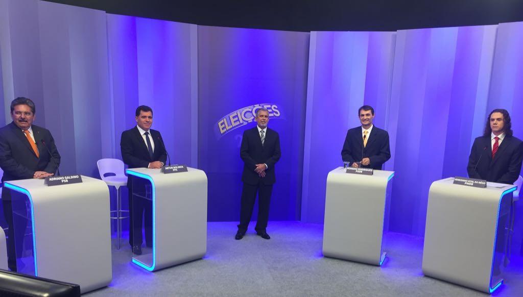Debate com candidatos a prefeito de Campina Grande acontece no estúdio da TV Paraíba (Foto: Silas Batista / G1)