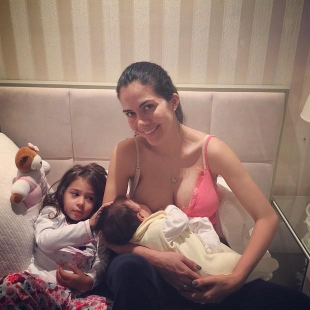 Daniela Albuquerque com as filhas, Aline e Antonella (Foto: Instagram/ Reprodução)