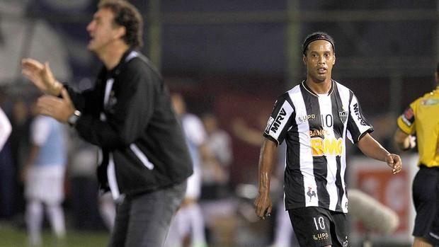 ronaldinho jogo2 reu.jpg 95 WTF! Olimpia fans throw rocks at Ronaldinho during Copa Libertadores final 1st leg