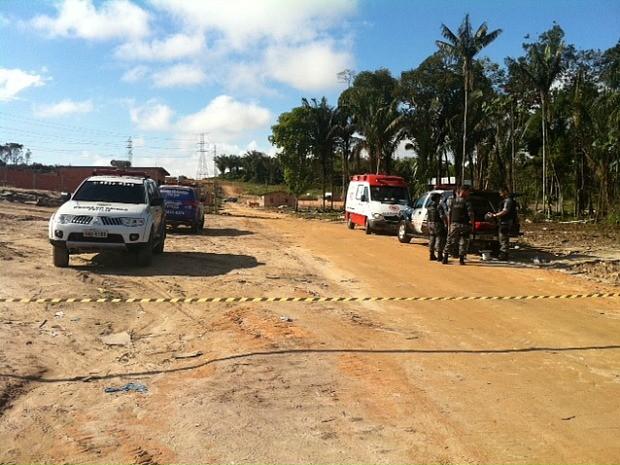 Polícia foi acionada depois que trabalhadores de uma empresa  (Foto: Adneison Severiano/G1 AM)