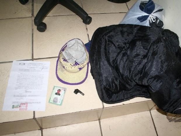 Ladrão trapalhão deixou documentos e roupas no local do roubo (Foto: Divulgação/ Polícia Civil de São Roque)