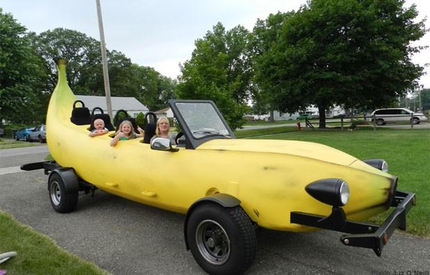 Steve Braithwaite construiu um veículo em formato de banana em Raleigh (Foto: Reprodução)