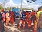 Trabalhadores de refinaria em Suape paralisam em protesto