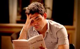 Adauto lê 'O Pequeno Príncipe'
