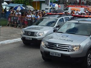 Polícia Civil também desfilou na Avenida Duarte da Silveira (Foto: Krystine Carneiro/G1)
