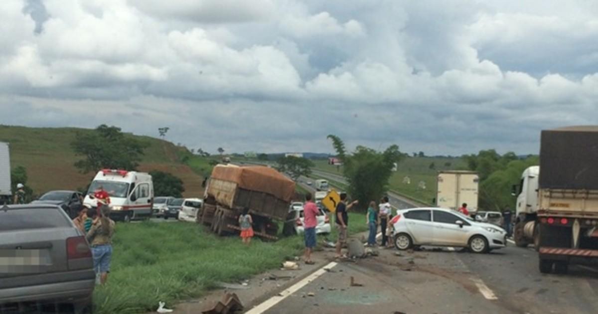 Acidente envolvendo 11 veículos deixa seis feridos na BR-060, em ... - Globo.com