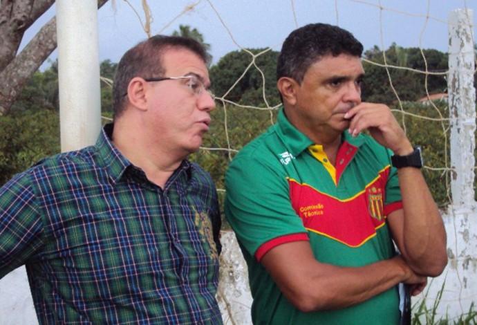 Flávio Araújo e Sérgio Frota falam sobre possível retorno do treinador para 2016 (Foto: Afonso Diniz/GloboEsporte.com)