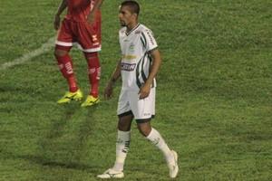 Zagueiro Everton desfalca o Luverdense (Foto: Assessoria/Luverdense)