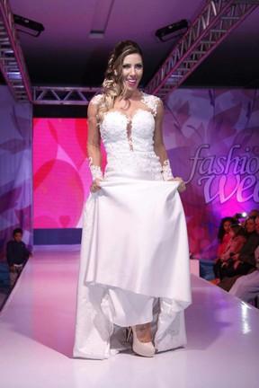 Tati Minerato vestida de noiva (Foto: Renato Arizati / Cauê Garcia Divulgação)