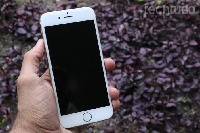 iPhone 6 vem equipado com o iOS 8 e pode receber atualizações (Foto: Lucas Mendes/TechTudo)