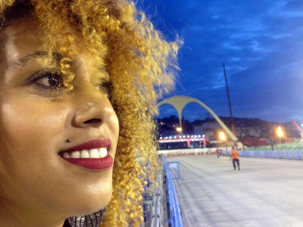 Jéssica Fortes arranca suspiros da plateia no setor 11 (Foto: Gabriel Barreira/G1)