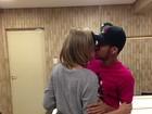 De peruca, Bruna Marquezine beija Neymar