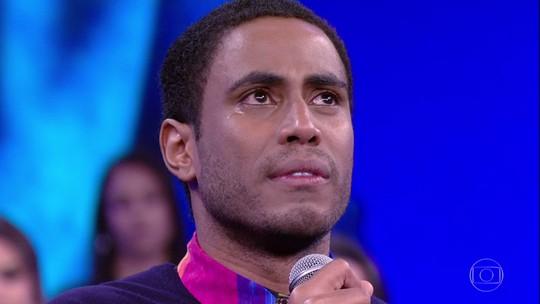 Ícaro Silva se emociona ao recordar a infância no 'Arquivo Confidencial'