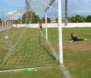 Gol de Juliano, atacante do Colinas (Foto: Erlam Andrade/Divulgação)