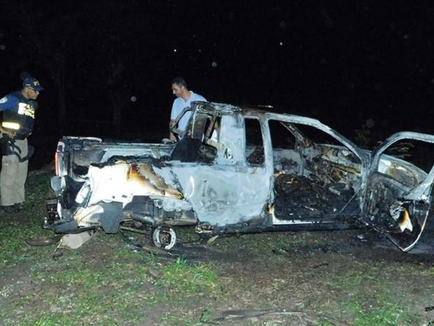 Um morre carbonizado após carro capotar e pegar fogo na Bahia (Foto: Divulgação/ Verdinho Itabuna)