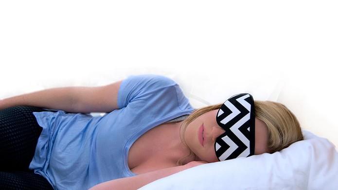 Máscara emite luzes para ajudar usuário a dormir e acordar bem (Foto: Divulgação)
