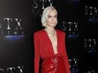 Mila Kunis exibe boa forma em tapete vermelho quatro meses após dar à luz