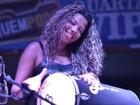 MC Ludmilla usa saia justinha e dança arrocha em show no Rio