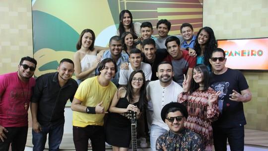 Banda Essence, Jeffinho e a ex-The Voice Kids Marcela Bártholo agitam Paneiro; reveja