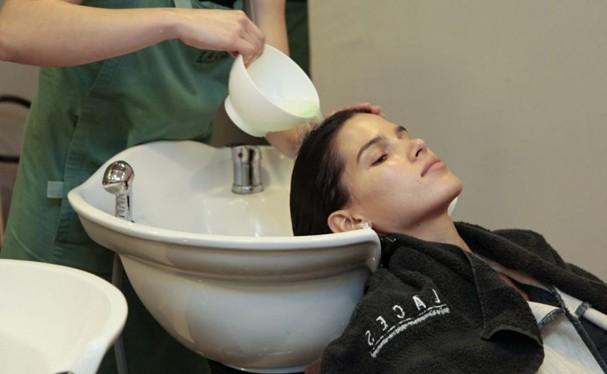 Lavar cabelos (Foto: Divulgação)