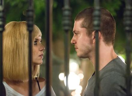 Alex ameaça 'acabar' com Lorena e Júlia