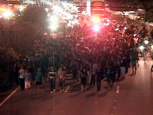 Manifestantes fecham a BR-101 em Natal (Foto: Reprodução/Inter TV Cabugi)
