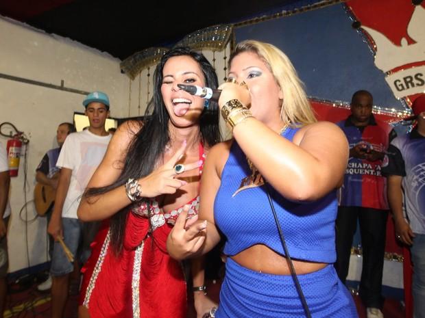 Lorena Bueri e Yani de Simone, a Mulher Filé, na quadra da escola de samba Pérola Negra, em São Paulo (Foto: Leo Franco/ Ag. News)