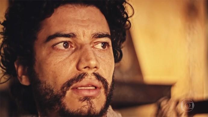 Martim fica assustado com o que vê e escuta (Foto: TV Globo)