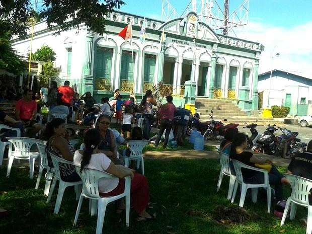 Servidores em frente a Prefeitura de Alenquer (Foto: Divulgação/Sintepp Alenquer)