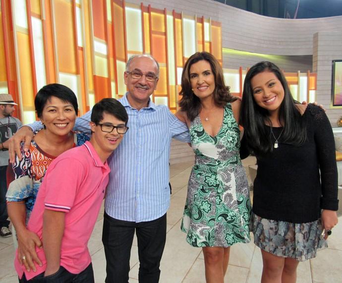 A apresentadora com convidados do programa  (Foto: Priscilla Massena/Gshow)