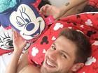 Ex-BBB Jonas posta foto com Mari Gonzalez: 'Pegando a Minnie'