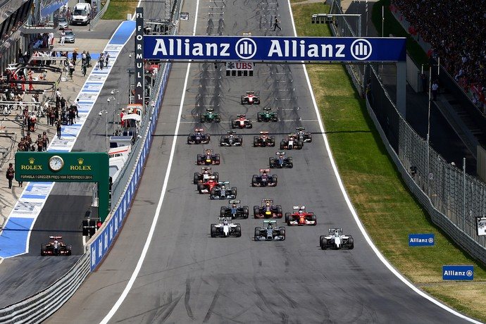 Lewis Hamilton largou muito bem na Áustria (Foto: Getty Images)