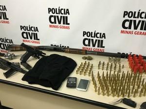 Material apreendido em Juiz de Fora (Foto: Polícia Civil/Divulgação)