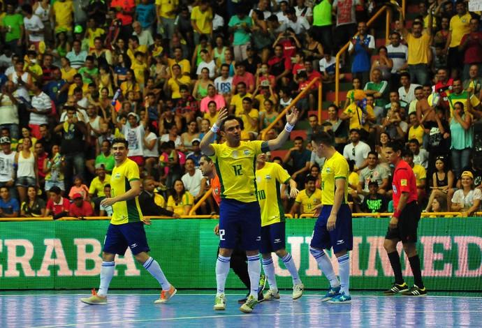 Falcão Brasil x Colômbia - Grand Prix de Futsal (Foto  Ricardo Artifon CBFS a67466ebac761