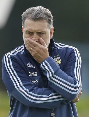 Tata Martino preocupado treino Argentina (Foto: AP Photo/Natacha Pisarenko)
