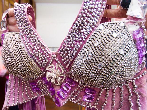 Estilista da Festa de Peão de Barretos aposta em cores claras para trajes  da rainha ( 25b8973da2d