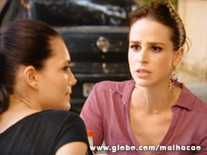 Raíssa fica apreensiva com o rumo da conversa (Foto: Malhação / TV Globo)