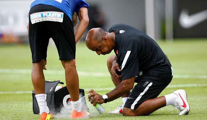 Jorginho massagista Santos (Foto: Ricardo Saibum / Divulgação Santos FC)