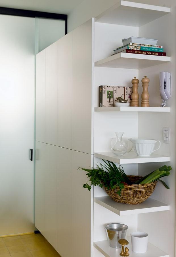 cozinha-arquiteta-luciana-fioratti-designer-de-interiores-luiza-simoes-branco (Foto: Edu Castello/Editora Globo)