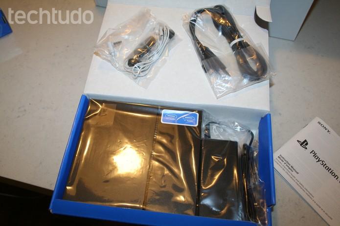 Acessórios que acompanham o PS VR em suas caixas-com marca (Foto: Felipe Vinha/Techtudo  )