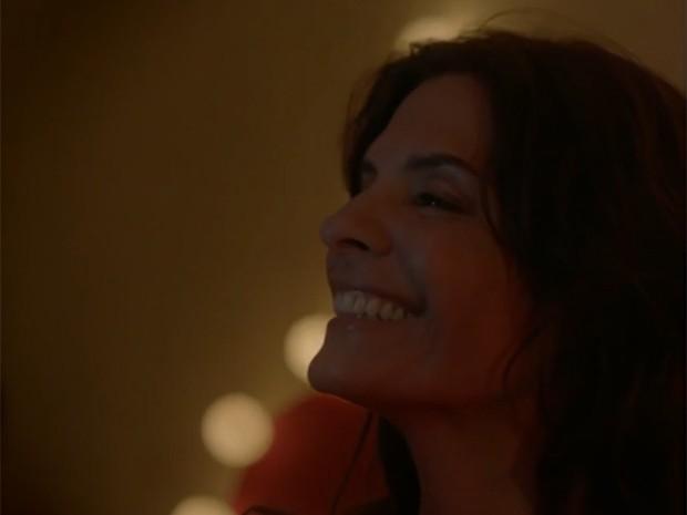 Helena Ranaldi é uma das estrelas do clipe de Paulinho Moska (Foto: Reprodução)
