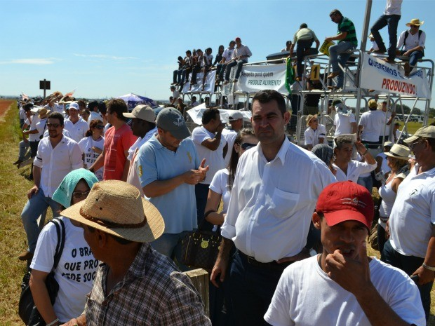 Produtores protestam durante visita da presidente Dilma Rousseff em Campo Grande MS (Foto: Fabiano Arruda/G1 MS)
