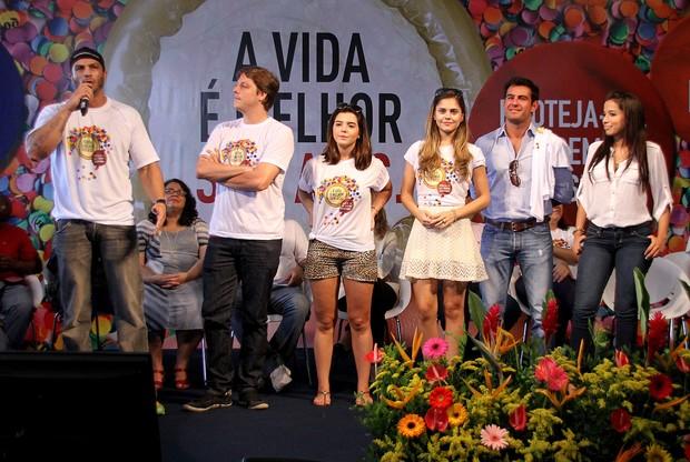 Kléber Bambam em evento com Fábio Porchat, Giovanna Lancellotti, Jéssika Alves, Thierry Figueira e MC Anitta (Foto: Daniel Pinheiro / R2 / Divulgação)