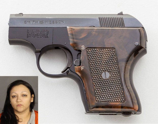 Ashley Cecilia Castaneda foi flagrada escondendo arma na vagina (Foto: Waco Police Department)
