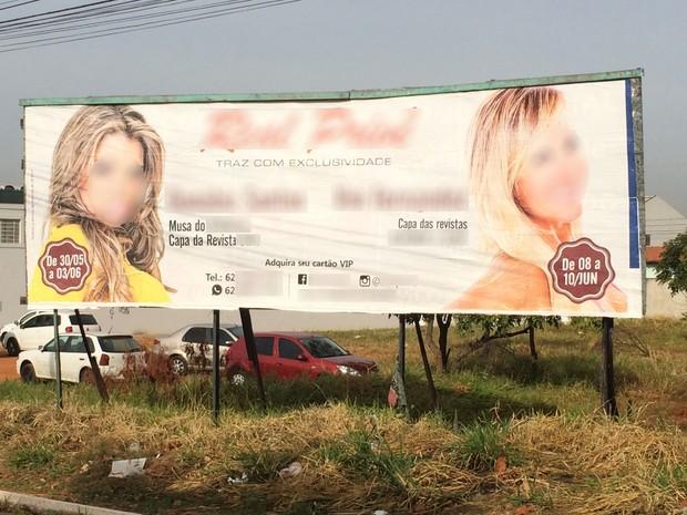 Justiça determina retirada de outdoor com conteúdo erótico em Goiânia, Goiás (Foto: Vitor Santana/G1)