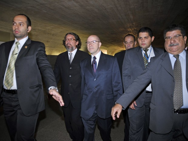 O senador Demóstenes Torres ao chegar para depoimento no Conselho de Ética (Foto: José Cruz / Agência Senado)