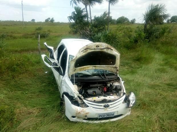 Veículo saiu da pista e capotou na rodovia maranhense 206, em Amapá do Maranhão (Foto: Divulgação/PRF)