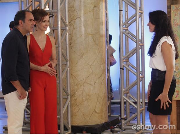 Ana elogia exposição de Virgílio e fala do sucesso das obras do artista (Foto: Pedro Curi / TV Globo)